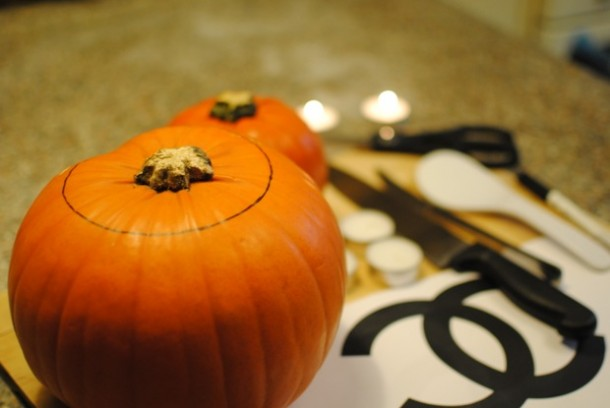 chanel pumpkin halloween3 610x408 How to carve a CHANEL pumpkin for Halloween [PHOTOS]