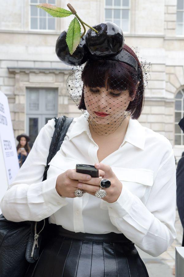 london-fashion-week-street-style - 6