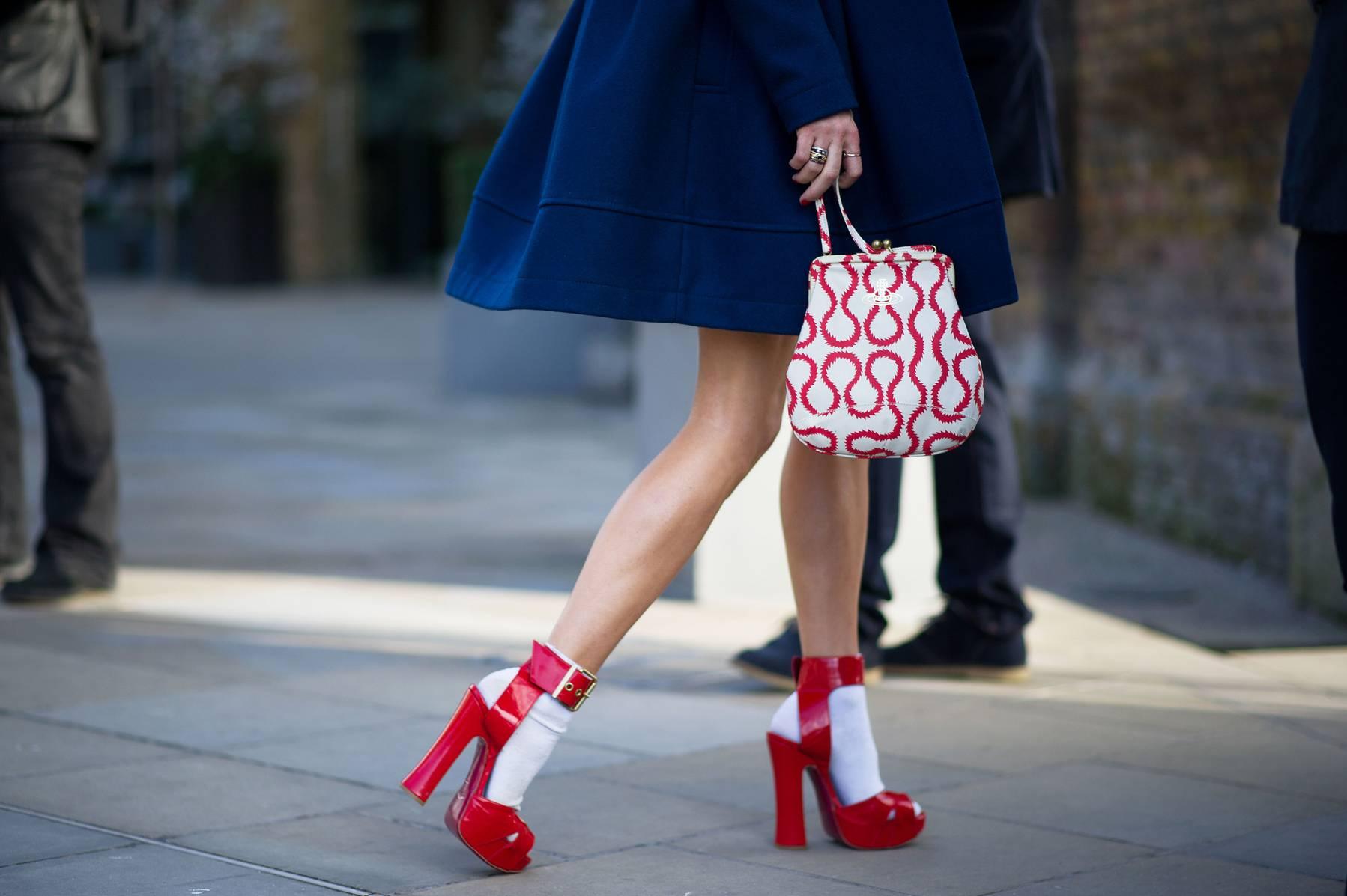 Примерка обуви фото 26 фотография