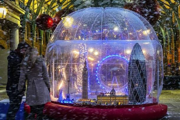 lego-snow-globe-london